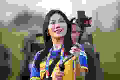 Nữ phóng viên Hàn Quốc gây sốt ở buổi tập của U23 Việt Nam