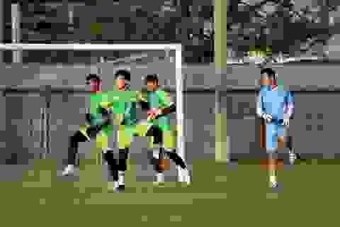 Bùi Tiến Dũng hay Văn Toản sẽ bắt chính trước U23 UAE?