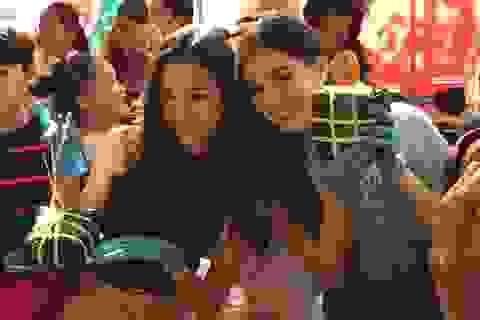 Hoa hậu Tiểu Vy cùng học sinh Hà Nội gói bánh chưng tặng trẻ em vùng cao