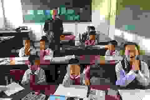Thầy giáo quân hàm xanh dạy học nơi đảo xa