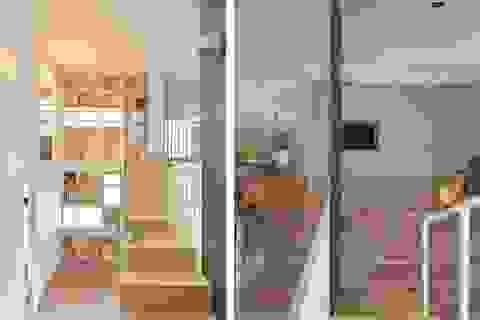 """Ngỡ ngàng với căn nhà vỏn vẹn 40m2, chủ nhà làm """"mẹo nhỏ"""" này khiến diện tích tăng gấp đôi"""