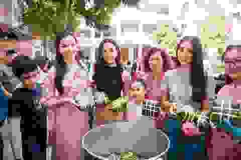 Tiểu Vy, Thuý An, Thuý Vi giản dị gói bánh chưng tặng trẻ em nghèo
