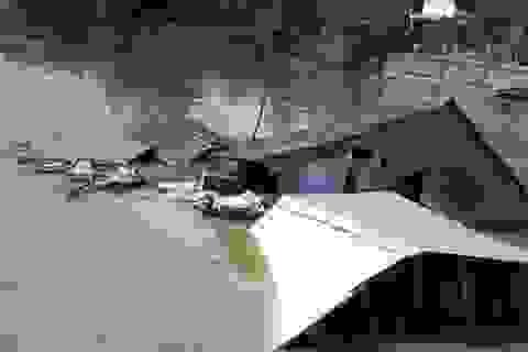 """Sóc Trăng: Thêm 3 nhà dân bị """"nuốt"""" xuống sông"""