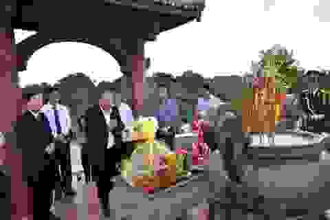 Phó Thủ tướng dâng hương tri ân các anh hùng, liệt sĩ tại thành cổ Quảng Trị