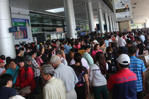 """Đạo chích bị """"tóm gọn"""" khi đang móc túi tại sân bay Tân Sơn Nhất"""