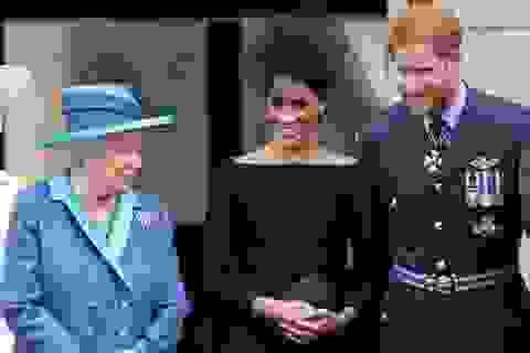 """Nữ hoàng Anh """"bật đèn xanh"""" để vợ chồng Hoàng tử Harry rút khỏi vai trò hoàng gia"""