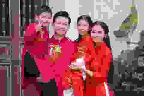 """Nam diễn viên """"Về nhà đi con"""" khiến Phạm Phương Thảo toát mồ hôi trong MV Tết"""
