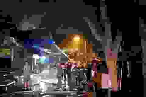Chợ Đề Thám cháy lớn thiêu rụi nhiều hàng hóa trong ngày giáp Tết