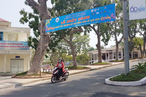 """Trường ĐH Nha Trang đưa 400 sinh viên về quê ăn Tết bằng """"chuyến xe 0 đồng"""""""