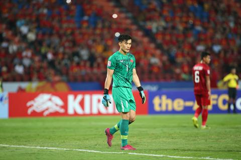 Thủ môn Bùi Tiến Dũng không cùng CLB TPHCM dự AFC Champions League