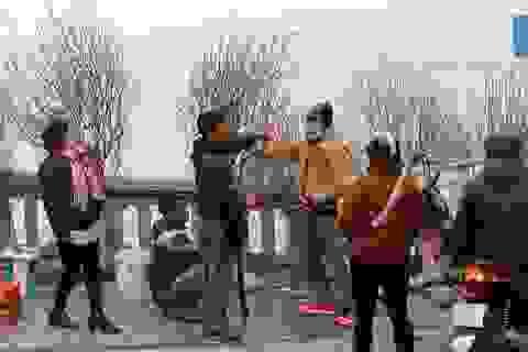 Sôi động chợ hoa Tết lớn nhất Hà Nội