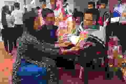 Trao quà Tết đến học sinh nghèo vượt khó