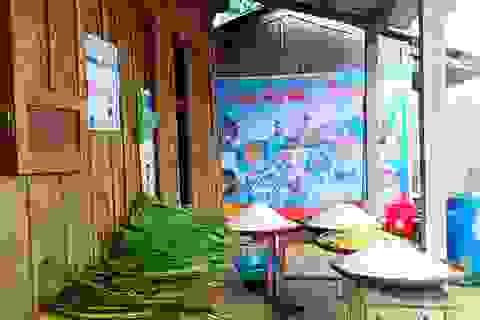 Thầy trò vùng cao cùng nấu bánh chưng tặng học sinh nghèo đón Tết