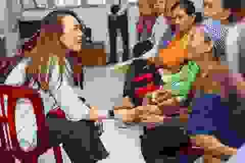 Ấm áp tình nghệ sĩ Việt dành cho người nghèo mùa Tết