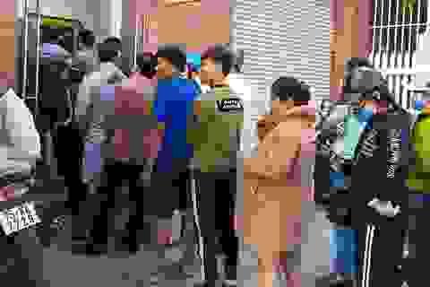 Xếp hàng dài trước cây ATM chờ rút tiền ngày Tết