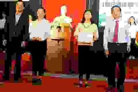 Quảng Ngãi: Trao học bổng khuyến tài Phạm Văn Đồng cho 242 sinh viên