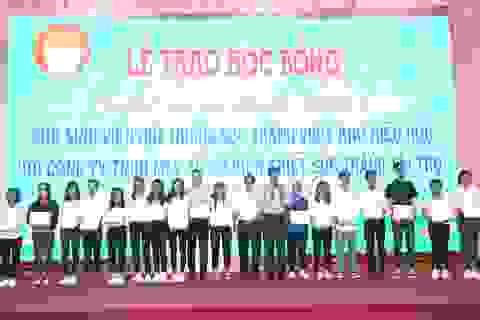 """Trao học bổng """"Lương Định Của"""" cho sinh viên hiếu học Sóc Trăng"""