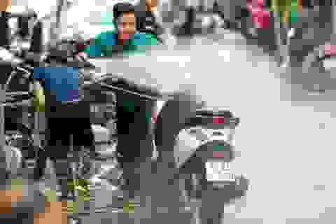 Hà Nội: Rửa xe 200 nghìn đồng/lượt, khách vẫn ùn ùn xếp hàng