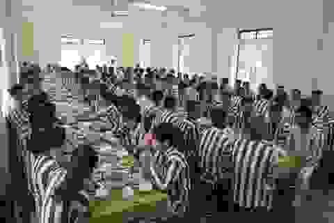Lắng lòng bên mâm cơm tất niên ở trại giam