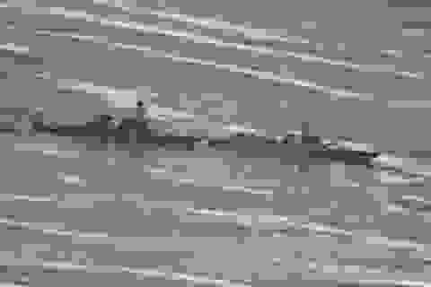 Mỹ tiết lộ video tàu chiến Mỹ - Trung suýt va chạm trên Biển Đông