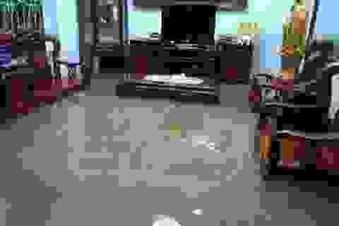 Mùng 1 Tết phố ngập như sông, nước lênh láng trong nhà