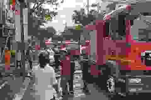 Giải cứu hai nạn nhân khỏi đám cháy nhà ngày mùng 1 Tết