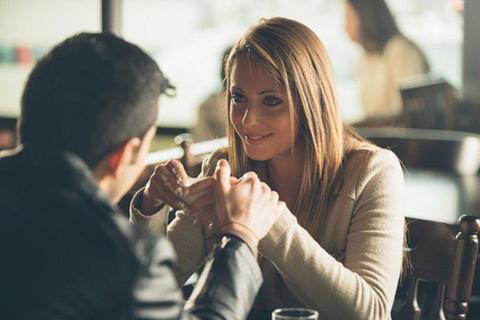 """Chán chồng """"lên tận cổ"""" vẫn dứt khoát không ly hôn vì sợ... mất tiền"""