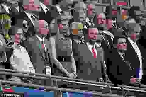 Cổ động viên Man Utd tấn công nhà Phó Chủ tịch Ed Woodward
