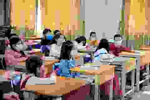 Hà Nội: Trường học cung cấp khẩu trang cho học sinh phòng chống virus Corona
