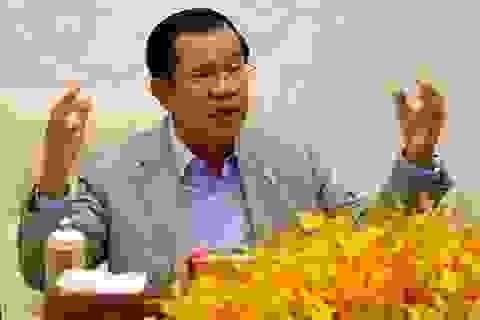 Thủ tướng Campuchia dọa đuổi phóng viên, quan chức đeo khẩu trang