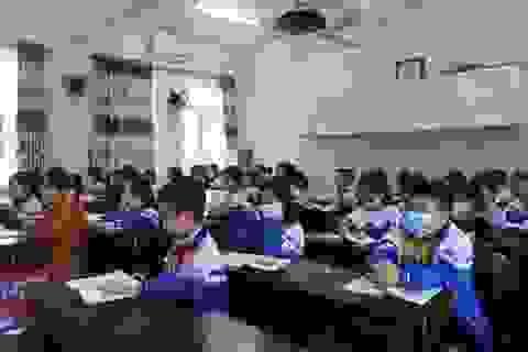Hà Tĩnh: Giáo viên, phụ huynh hối hả dọn vệ sinh để đón học sinh trở lại
