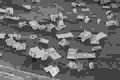 """Du khách """"vung tay"""" ném tiền lẻ trong chùa Bái Đính"""