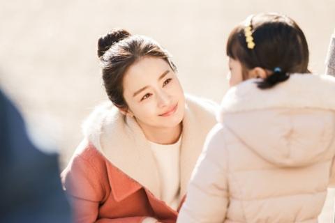 Vẻ đẹp vượt thời gian của mỹ nhân hai con Kim Tae Hee