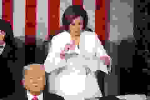 Chủ tịch Hạ viện Mỹ xé nát bài phát biểu liên bang của ông Trump