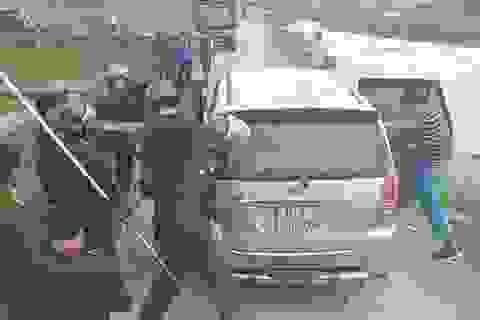 Hàng chục cảnh sát vây bắt xe ô tô chở 45 kg ma túy