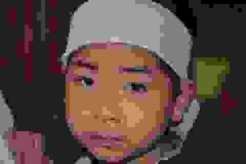 Đau đớn vành khăn trắng bơ vơ trên đầu cậu bé mồ côi ngày đầu năm
