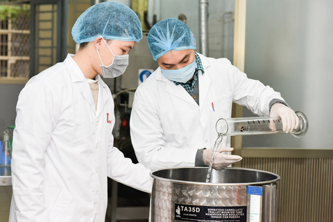 Trường ĐH Bách khoa Hà Nội sản xuất dung dịch khử khuẩn phòng virus corona