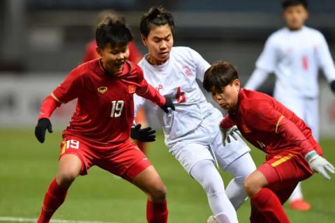 Người hùng tuyển nữ Việt Nam nói gì sau bàn thắng vào lưới Myanmar?