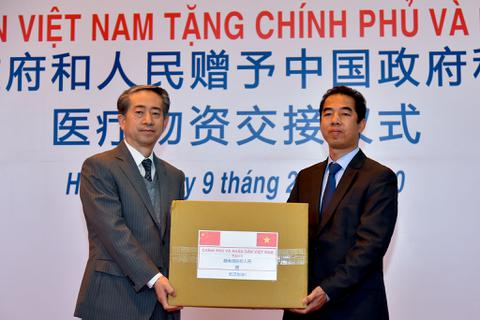 Việt Nam chuyển khẩu trang, vật tư y tế tốt nhất tặng Trung Quốc