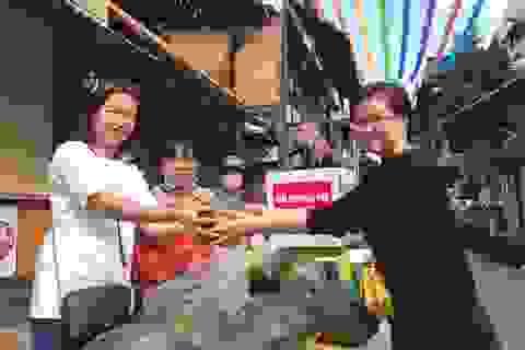 """Người dân Đắk Lắk hào hứng """"giải cứu"""" dưa hấu giúp bà con nông dân"""