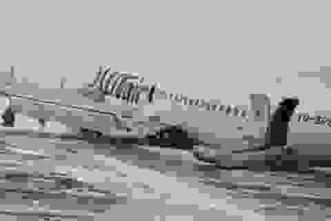 Video máy bay Boeing chở 94 người tiếp đất bằng bụng tại Nga