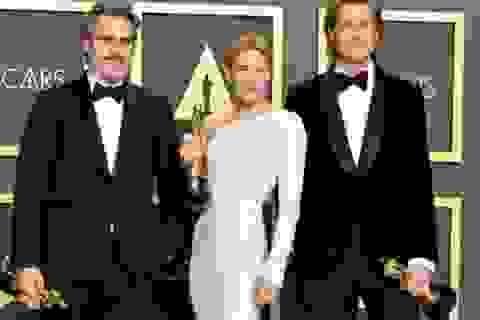 Brad Pitt rạng rỡ bên tượng vàng Oscar