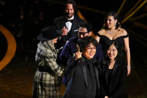 """Oscar 2020: """"Ký sinh trùng"""" nhận giải Phim xuất sắc và Đạo diễn xuất sắc"""