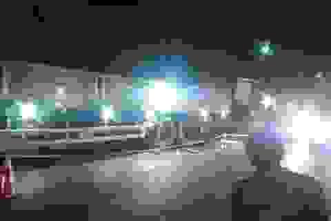 Tông vào đuôi xe tải đang đậu, 2 thanh niên tử vong