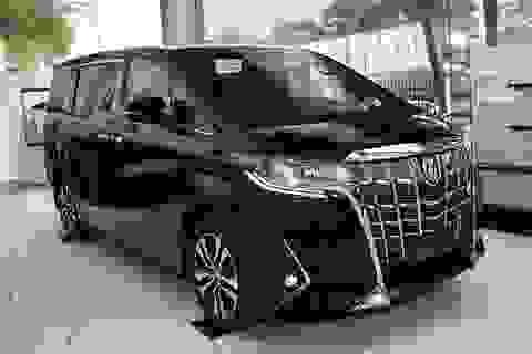 Toyota Alphard bị lỗi đai an toàn, triệu hồi xe tại Việt Nam
