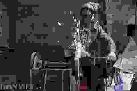 """Làng nghề sản xuất dao có thể """"thái được thịt đóng đá"""" ở Cao Bằng"""