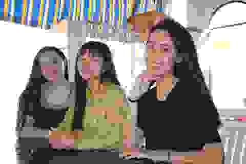 Những cô gái xinh đẹp gác bằng Đại học lên đường nhập ngũ