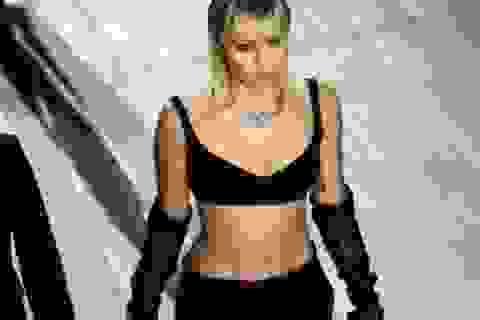 Miley Cyrus bất ngờ làm người mẫu