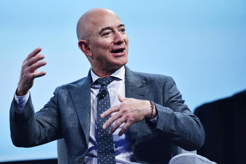 """Tỷ phú Jeff Bezos tậu dinh thự """"khủng"""" giá 165 triệu USD ở Beverly Hills"""
