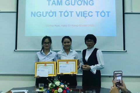 Quảng Ngãi: Khen thưởng 2 sinh viên giao nộp tài sản nhặt được cho Công an